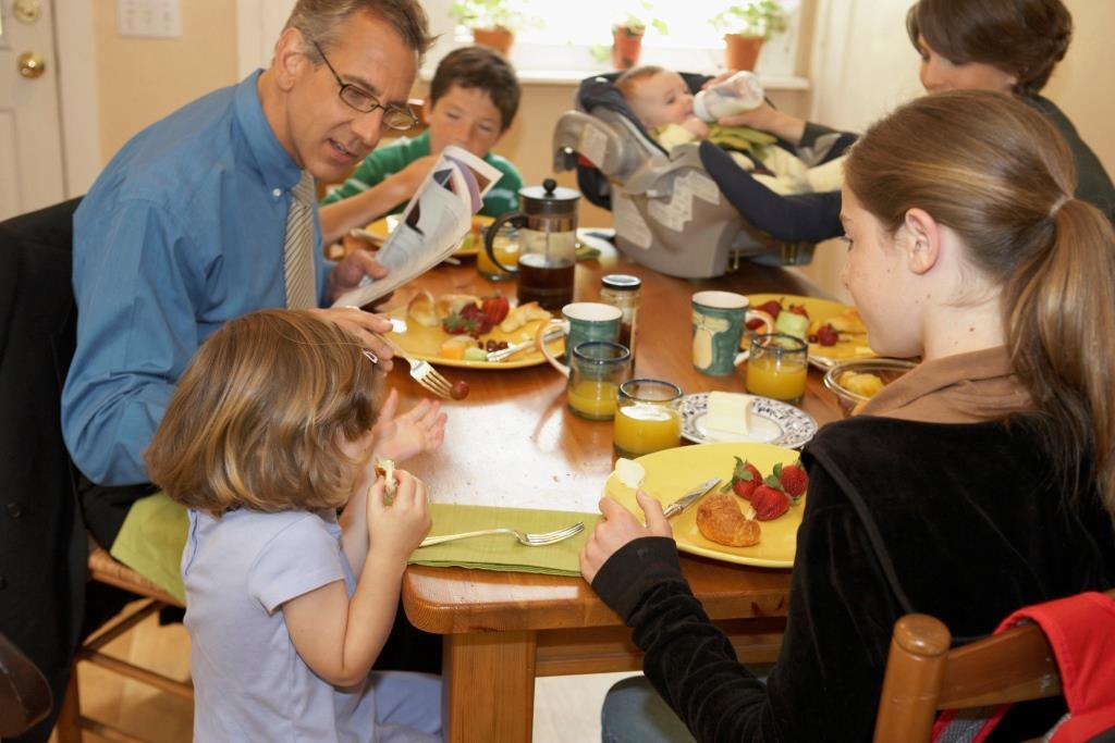 családi étkezés